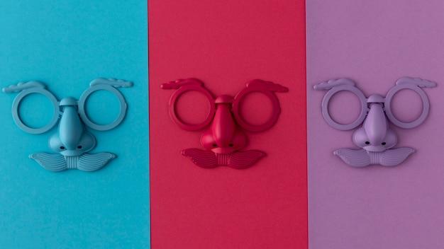 Sfilata di maschera colorata e accessori