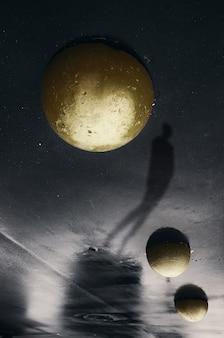 Sfilata di pianeti. il creatore del mondo tra i suoi figli del cervello.