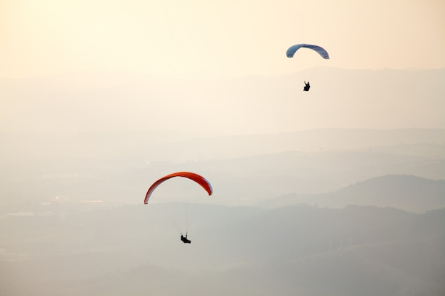 Parapendio nel cielo del brasile