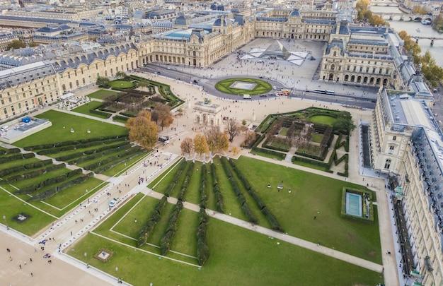 Parigi, francia, novembre 2017 - veduta aerea del museo del louvre