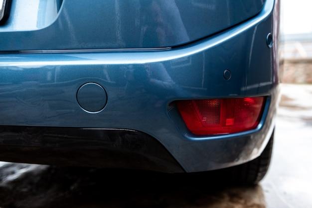 Sensori di parcheggio su un'auto.