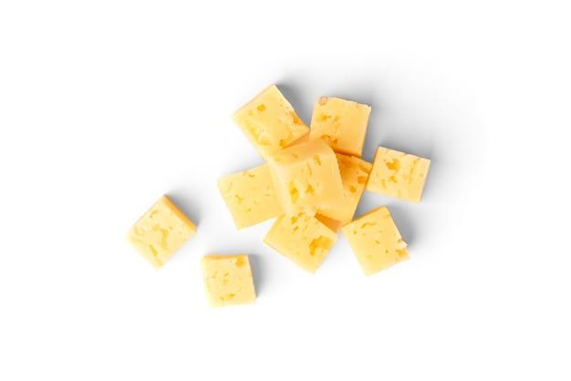 Parmigiano reggiano isolato su uno sfondo bianco