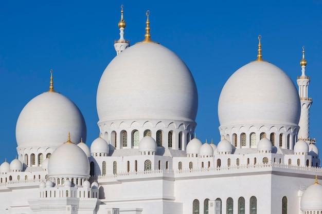 Parte della moschea sheikh zayed di abu dhabi, emirati arabi uniti.
