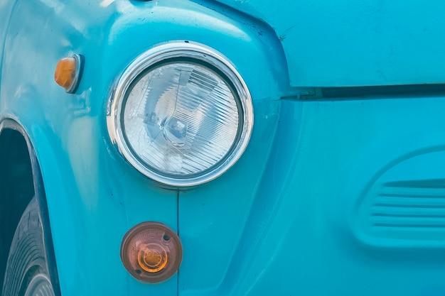 Parte del primo piano retrò auto blu. foto in stile effetto vintage