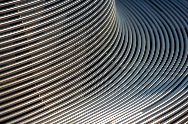 Parte di una panchina da esterno in metallo. astrazione dello sfondo