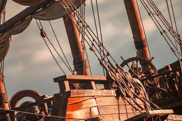 Parte di un vecchio primo piano della nave pirata.