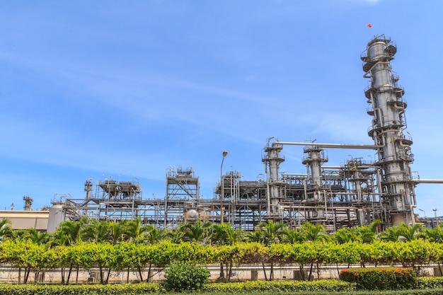 Vista parziale dell'industria petrolchimica e dell'industria petrolifera.