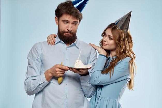 Torta di compleanno di uomo e donna di partito
