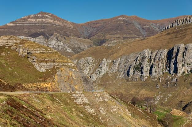 Le valli di pasiegos si trovano nell'entroterra della cantabria