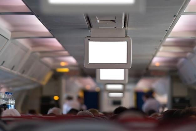 Passeggero nella cabina di un aereo durante il volo