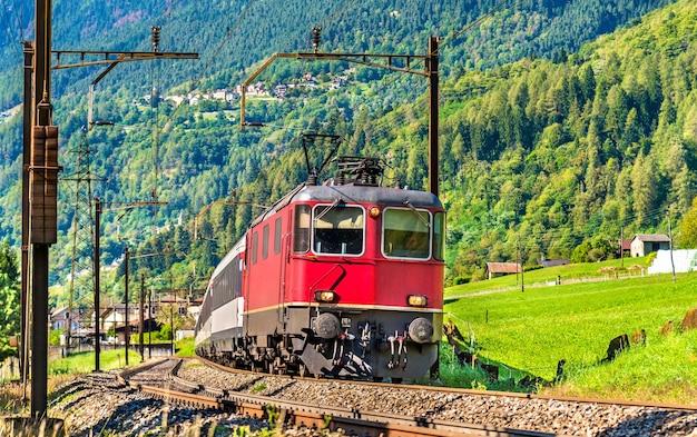 Passeggero al passo del san gottardo in svizzera