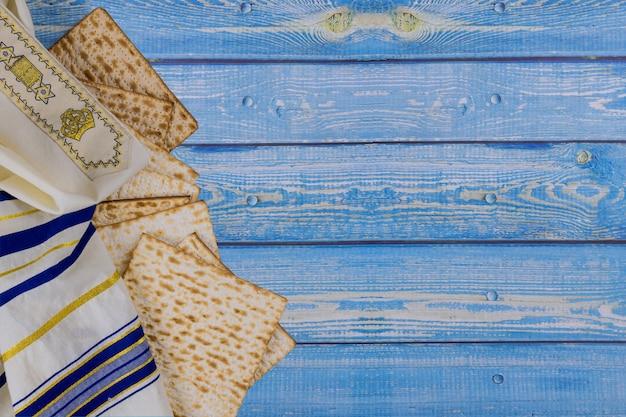 Celebrazione tradizionale della festa di pasqua con pane azzimo matzah kosher