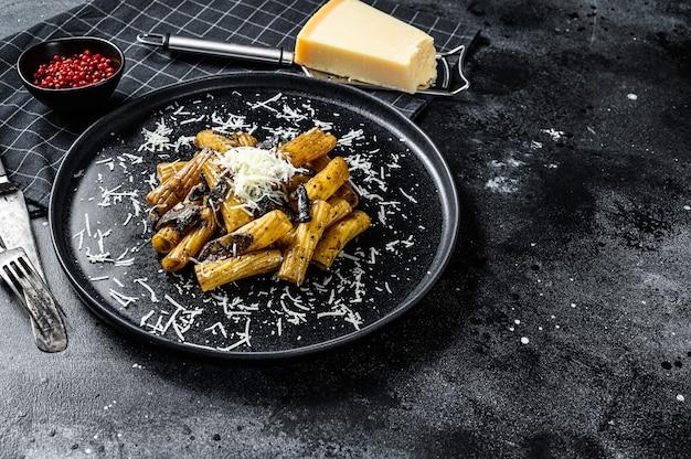 Tortiglioni di pasta al tartufo nero