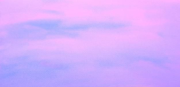 Pastello blu viola bianco acquerello macchia dipinta su carta sfondo astratto fatto a mano