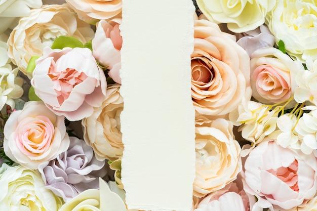 Modello di sfondo con motivo a fiori pastello Foto Premium