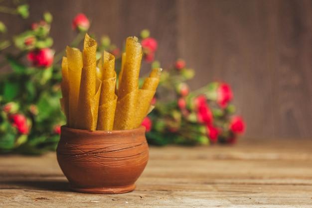 Pastiglia di frutta come sostituto dei dolci. nutrizione appropriata. dieta. spuntino al tè.