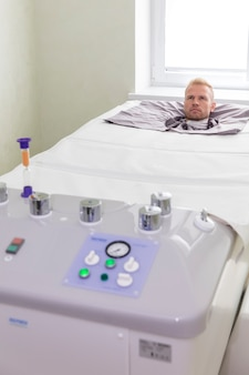 Paziente in una camera a pressione.