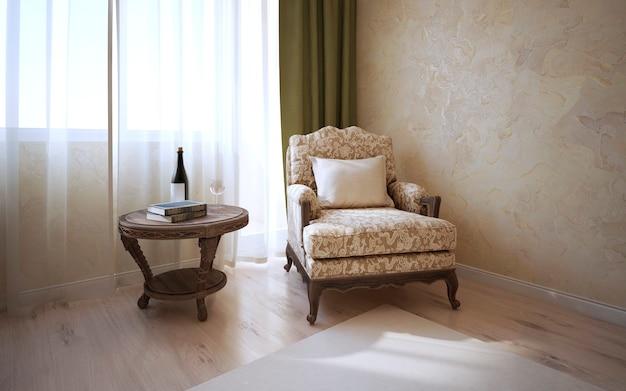 Tavolino fantasia di rovere scuro e morbida poltrona con cuscino vicino alla finestra in camera classica