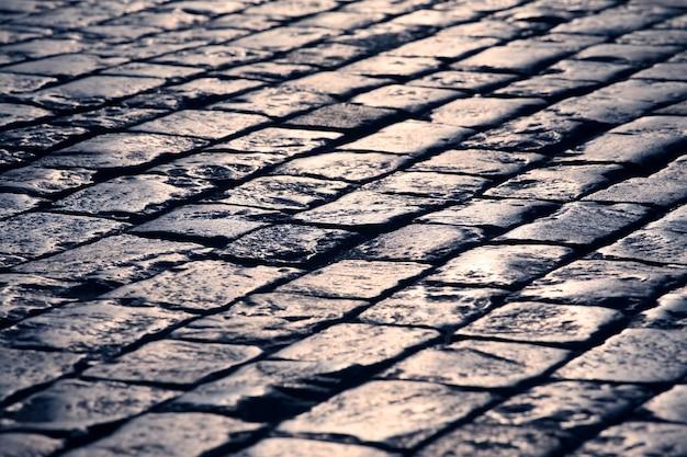 La pavimentazione si chiude alla luce del sole