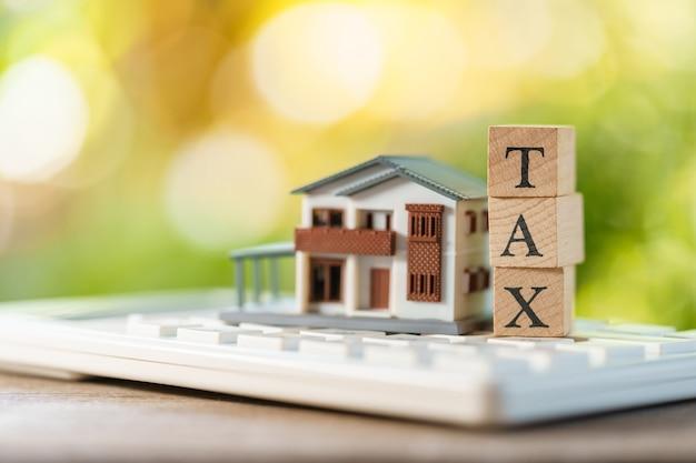 Paga il reddito annuale (tax) per l'anno sulla calcolatrice.