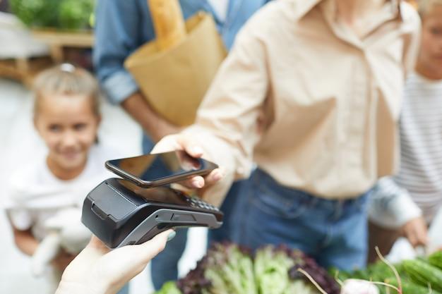 Pagando tramite nfc nel supermercato