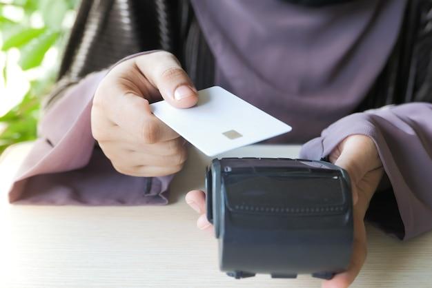 Terminale di pagamento con ricarica da carta