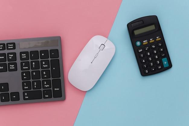 Tastiera per pc con calcolatrice su pastello blu rosa. affari online