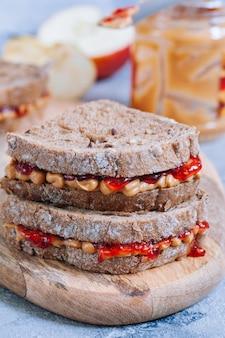 Panino al burro di arachidi e gelatina