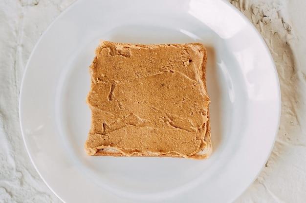 Panino al burro di arachidi