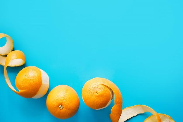 Primo piano di vista superiore delle arance sbucciate