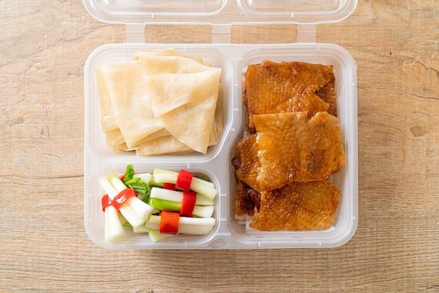 Anatra alla pechinese in scatola di consegna - stile alimentare cinese