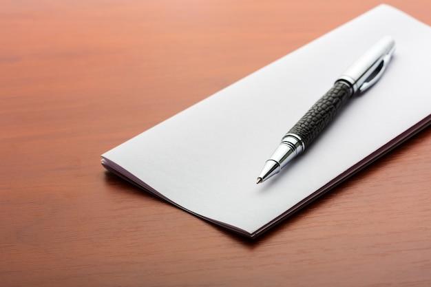 Penna e foglio di carta