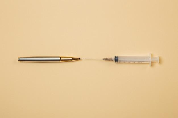 Educazione alla penna e alla siringa contro i farmaci