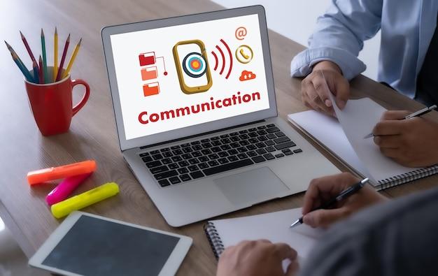 People communication iot (internet of things) rete di comunicazione social media