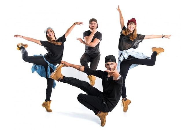 Gente che balla il ballo di strada
