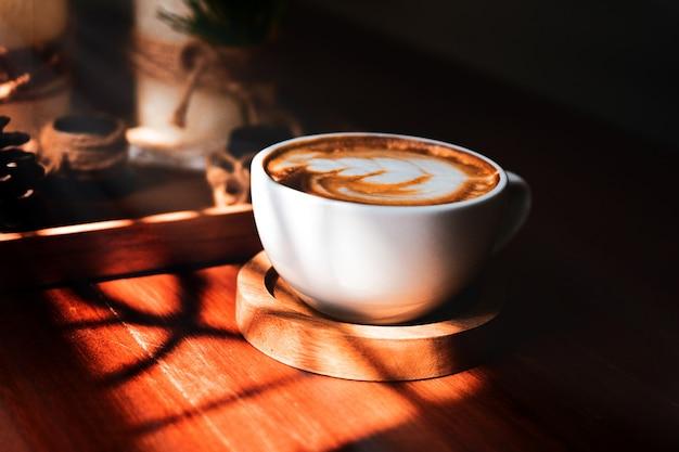 La gente che beve caffè latte