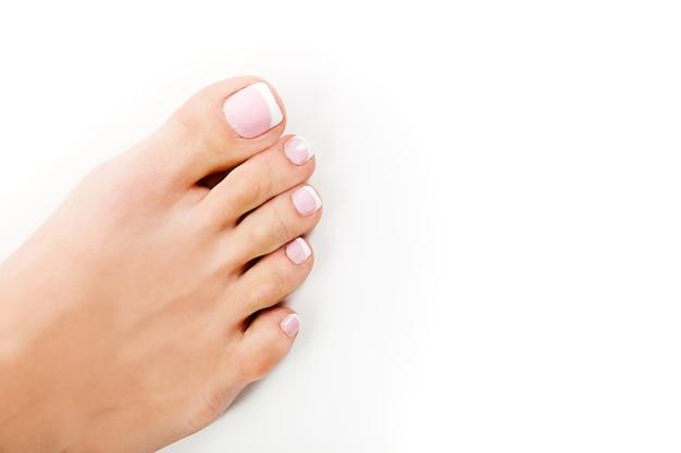 Mani perfette su piedi femminili