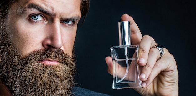 Bottiglia di profumo o colonia, profumeria, cosmetici, bottiglia di colonia profumata, colonia di contenimento maschile