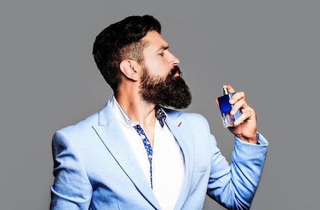 Bottiglia di profumo o acqua di colonia, profumeria, cosmetici, bottiglia di profumo