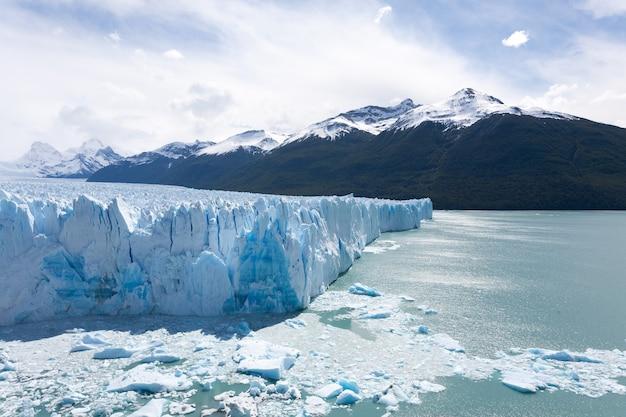 Vista del ghiacciaio perito moreno, paesaggio della patagonia, argentina. punto di riferimento della patagonia
