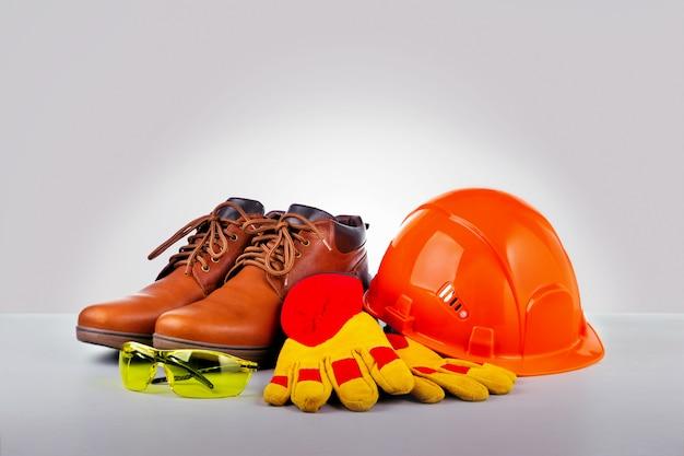 Indumenti da lavoro e costruzione per la sicurezza personale. per sicurezza sul lavoro.