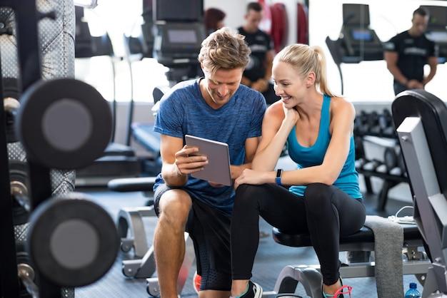 Personal trainer con donna