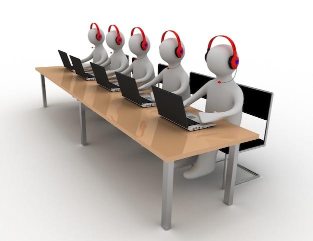 Le persone lavorano su laptop