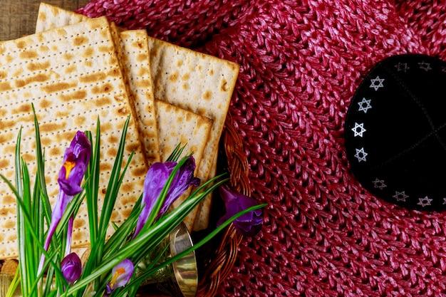 Simboli pesach pesach della grande festa ebraica. matzoh tradizionale, matzah o matzo