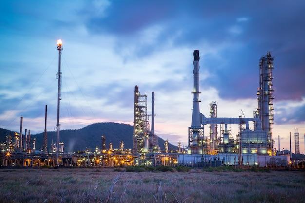 Impianto petrolchimico di raffineria di petrolio con twilight time