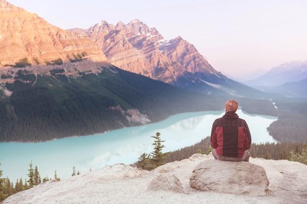 Lago peyto nel parco nazionale di banff, canada