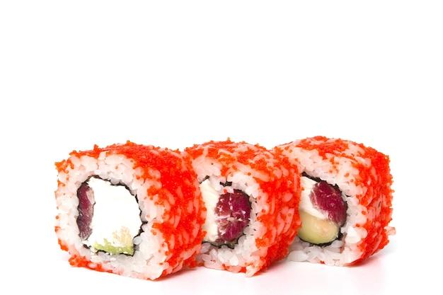 Rotolo di philadelphia, rotoli di sushi isolati su priorità bassa bianca