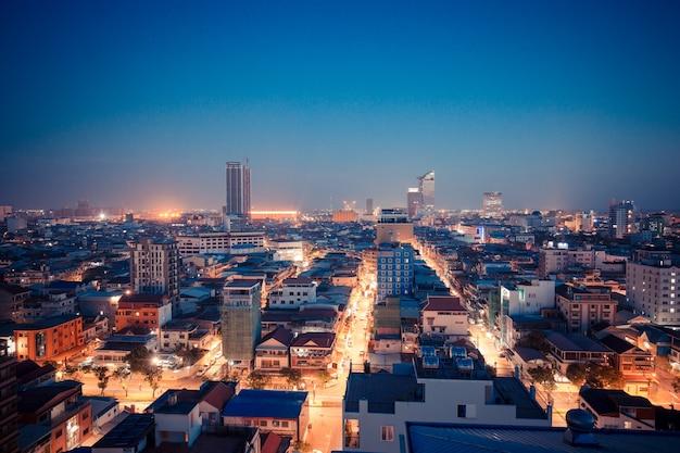 Phnom penh, cambogia - 14 gennaio 2018:cityscape di costruzione leggera di mattina, fondo astratto