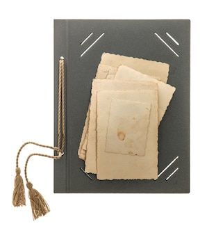 Pagina dell'album di foto con cornici in stile retrò isolate su sfondo bianco