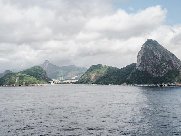 Foto della bellissima e magica città di rio de janeiro e dei suoi luoghi famosi.